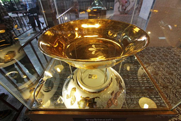ชมชามตราไก่ทองคำในพิพิธภัณฑ์