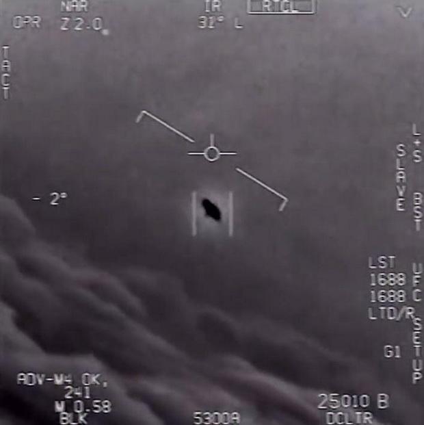 เพนตากอนแพร่คลิปลับF-18เผชิญหน้ายานปริศนา อาจเป็นข้อพิสูจน์มนุษย์ต่างดาวเยือนโลก!!?(ชมวิดีโอ)
