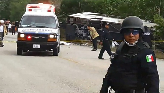 Video grab of Mexican police officers standing guard in the area where a bus driving tourists to Chacchoben archaeological zone overturned in the road between El Cafetal and Mahahual, in Quintana Roo state, Mexico on December 19, 2017. Ortega Canche/AFP