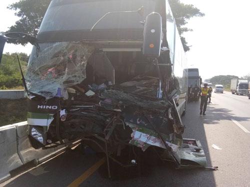 เศร้า...รถบัสนักกรีฑาชนท้ายรถเทรลเลอร์  อดีตนักกรีฑาทีมชาติเสียชีวิต