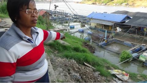 นอนผวา!!! ชาวบ้านโผงเผงผวาดินทรุด คุณตาวัย 67 ปี หวั่นไม่ปลอดภัย เตรียมย้ายบ้านหนี