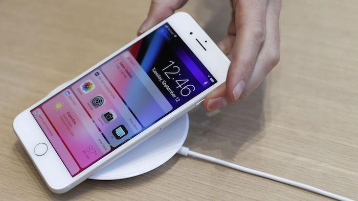 ลุ้น Apple ลดราคา iPhone ต้นปี 2018