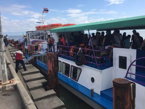 """""""เท็มบิน"""" อ่อนกำลัง เรือโดยสารใน จ.ตราด นำนักท่องเที่ยวไปส่งยังเกาะต่างๆ ได้แล้ว"""