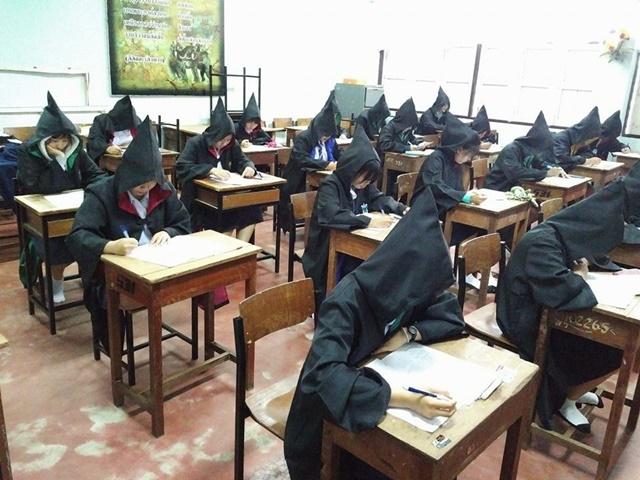 ฮอกวอตส์สาขาไทยแลนด์! นักเรียนจังหวัดตาก แต่งชุดแฮร์รี่เข้าสอบเหตุอากาศหนาวจัด