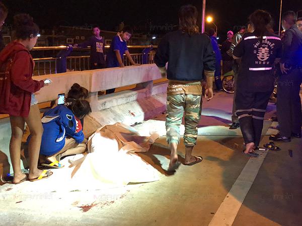 หนุ่มใหญ่เมาแล้วขับควบปาเจโร่พุ่งชนกลุ่มวัยรุ่นบนสะพานกลางเมืองหาดใหญ่ ตาย 1 เจ็บ 4