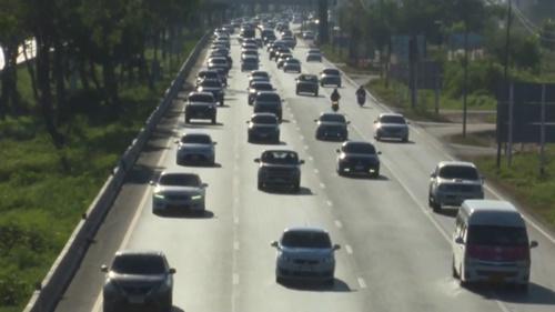 ถนนสายเอเชีย รถยังแน่นเต็มทุกเลนการจราจรคับคั่ง
