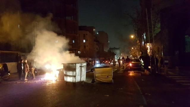 """ชาวอิหร่าน 200 คน ขัดขืนคำเตือนชุมนุมต่อเนื่อง การประท้วงโวยค่าครองชีพลุกลามเป็นต้าน """"เผด็จการ"""""""