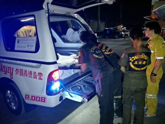 รถกู้ภัยซิ่งนำคนเจ็บส่ง รพ.ชนดับชายชาวพม่าขี่รถ จยย.ออกจากซอยตัดหน้า