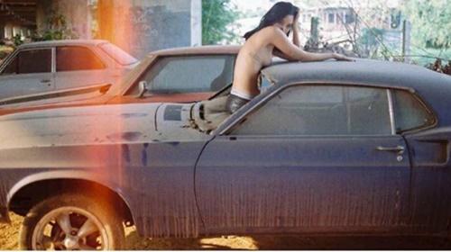 """ร้อนฉ่า """"คิตตี้ ชิชา"""" เปลือยอกถ่ายแบบบนรถ"""