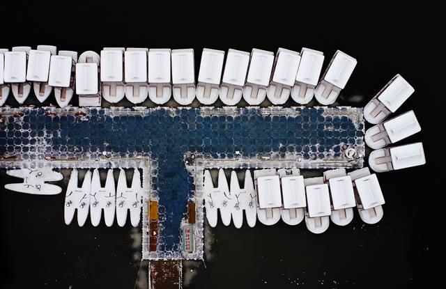 ภาพถ่ายทางอากาศ เรือที่ท่าเรือไท่เย่ฉีในอุทยานมรดกแห่งชาติต้าหมิงในเมืองซีอัน มณฑลส่านซี ภาพเมื่อวันที่ 4 ม.ค. (ภาพ ซินหวา)