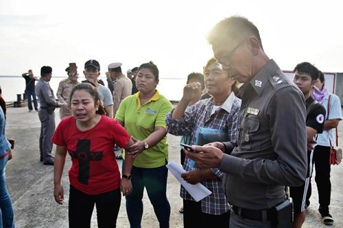 ญาติร่ำไห้รับศพ 4 ลูกเรือประมงถูกเรือสินค้าชนอับปางกลางทะเลสัตหีบ