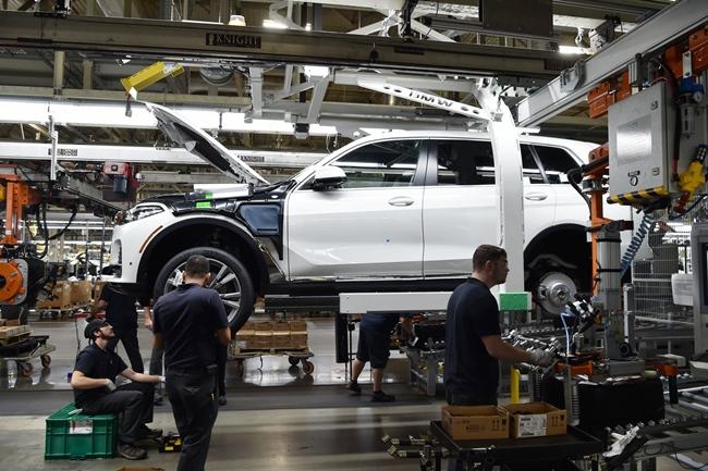 บรรยากาศของคันจริงขณะอยู่ในไลน์ผลิตที่สหรัฐอเมริกาสำหรับ BMW X7