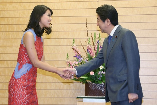 PM Abe brags about 'national secret' golf score to Miss Universe Japan