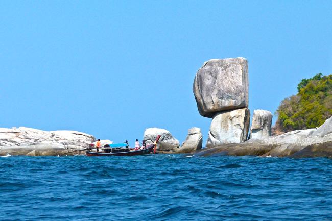 เกาะหินซ้อน กับประติมากรรมธรรมชาติอันน่าทึ่งกลางทะเล