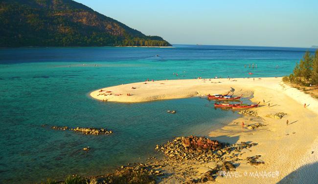 หาดเมาเท่น กับแนวสันทรายในทะเลที่เปลี่ยนรูปไปตามกระแสน้ำ