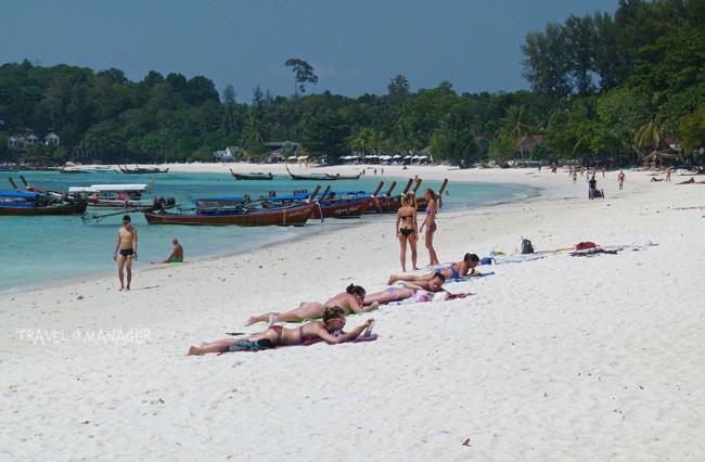 เกาะหลีเป๊ะ มีชื่อเสียงโด่งดัง ได้รับความนิยมจากนักท่องเที่ยวเป็นอย่างสูง