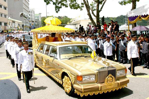 """แข้งรวยที่สุดในโลก สังกัด """"เลสเตอร์"""" หลานสุลต่านบรูไน ผู้มีทรัพย์สิน 15,000 ล้านปอนด์"""