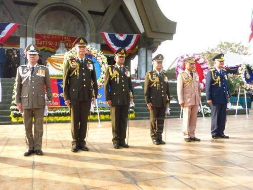 """ผบ.ทหารสูงสุด-ผบ.เหล่าทัพ วางพวงมาลา เนื่องใน """"วันกองทัพไทย"""""""