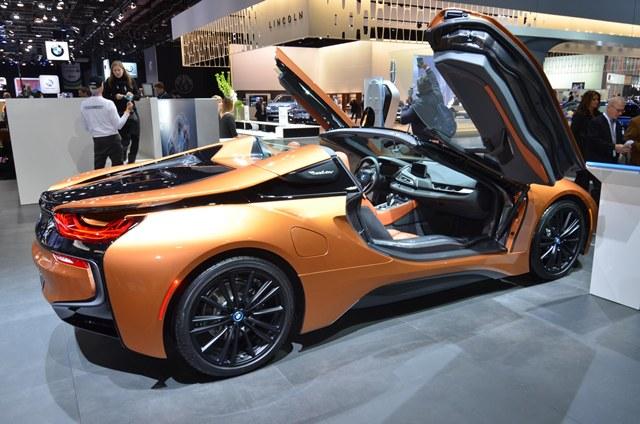 ปรับโฉมทั้งรุ่นคูเป้ และตัวเปิดประทุนหรือรุ่น Roadster ด้วยสำหรับ BMW i8