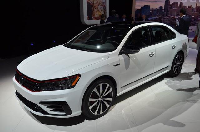 Volkswagen เพิ่มทางเลือกในแบบสปอร์ตให้กับรุ่น Passat ด้วยรุ่น GT ที่มาพร้อมเครื่องยนต์วี6 รีดกำลังออกมาได้ 280 แรงม้า