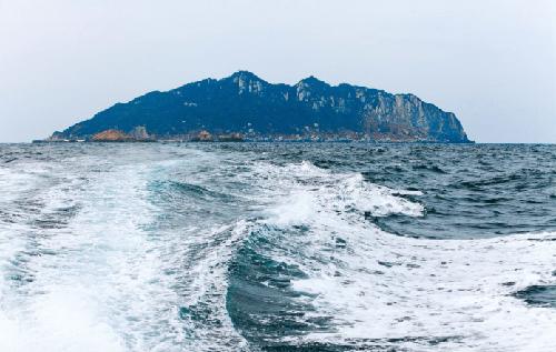 โอะกิโนะชิมะ เกาะศักดิ์สิทธิ์ที่ชายต้องเปลือยกาย และห้ามผู้หญิงเข้า!!