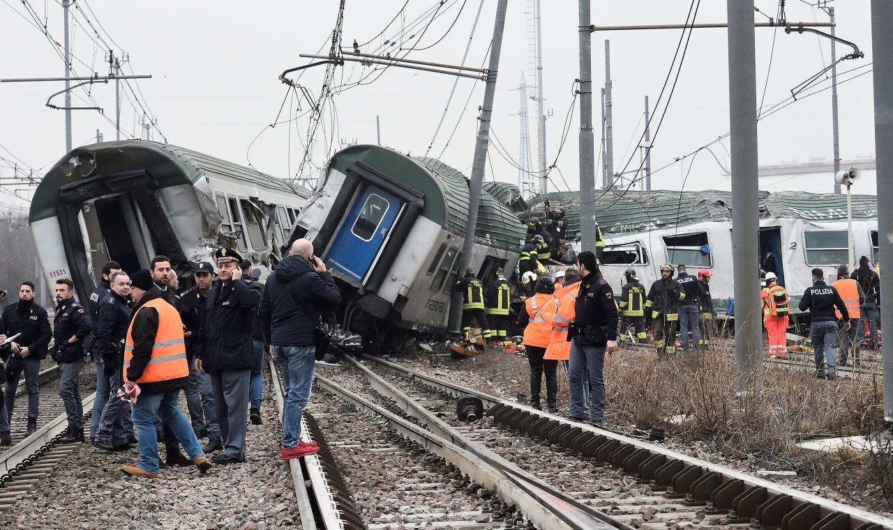 รถไฟตกรางแถบชานเมืองมิลาน บาดเจ็บล้มตายหลายราย