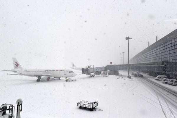 จีนหนาวจัด! ทางการเตือนภัยพายุหิมะระดับสีส้ม น้ำทะเลกลายเป็นน้ำแข็ง