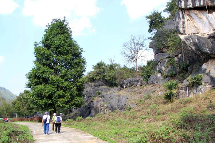 ทางเดินเข้าชมสวนหินผางาม