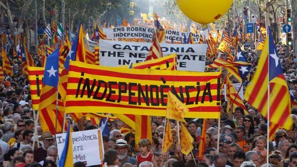 """นักวิจัยเตือน """"สเปน"""" เสี่ยงกลายเป็นรัฐ """"ประชาธิปไตยบกพร่อง"""" จากปัญหากาตาลุญญา"""