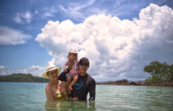 """รวยจริงอะไรจริง """"ภูริ"""" พาลูกเมียเที่ยวเกาะส่วนตัวครอบครัวสุดหรู"""