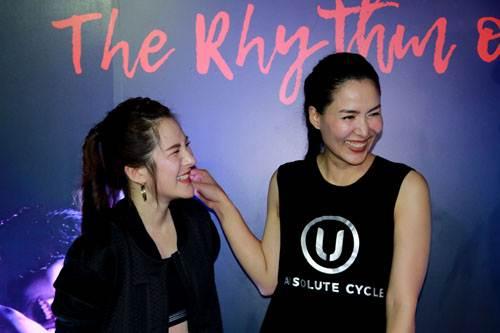 """""""เชอรี่-เข็มอัปสร"""" นำทีมปาร์ตี้การออกกำลังกายสุดสนุกเทรนด์การปั่นจักรยานสุดฮอตจาก New York"""