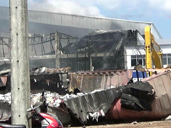 ผลกระทบไฟไหม้โรงงานถุงมือยาง จังหวัดตรังประกาศพื้นที่ประสบภัยแล้ว 7 ตำบล