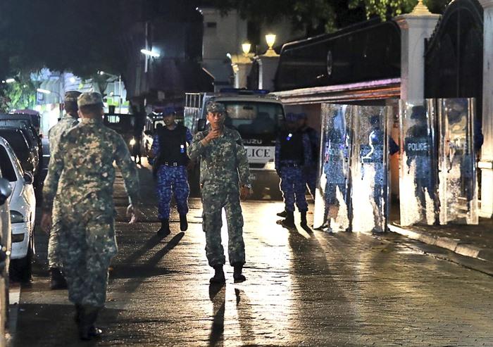 'มัลดีฟส์'เดือด-ประกาศภาวะฉุกเฉิน  รบ.ส่งกำลังบุกศาลจับผู้พิพากษาสูงสุด   ฝ่ายค้านเรียกร้อง'อินเดีย'ยกทหารมาช่วย