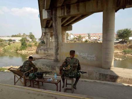 ลือสะพัด..คนร้ายจ่อบึ้มสะพานฯ พม่าส่งทหารติดอาวุธตรึงทั่วเมียวดี 24 ชม.
