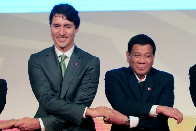 """แคนาดาขาย """"เฮลิคอปเตอร์"""" ปินส์ 16 ลำ หลังผู้นำเพิ่งฟาดฝีปากกันหมาดๆ"""