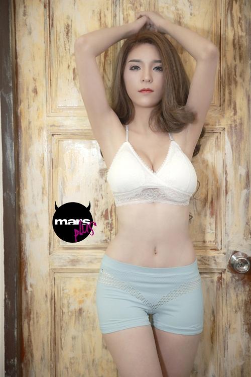 เจเน็ต-กนกวรรณ แซ่ซิ้ม นางแบบสาวลูกครึ่งไทย-อิตาลี คนสวย เซ็กซี่ ทรงโต (มาก!) เธอเป็นเจ้าของรหัส 36-24-35 ธรรมดาเสียที่ไหน
