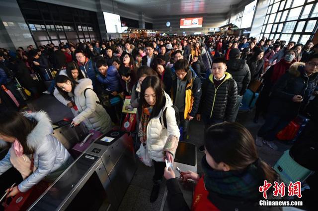 สถิติใหม่ชาวจีนเดินทางในประเทศช่วงตรุษจีน 385 ล้านคน เพิ่มขึ้น 12%