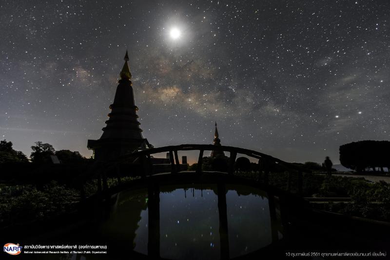 """สดร.อวดภาพ """"ทางช้างเผือกใต้แสงจันทร์"""" สุดอลังหลังทำโครงการลดมลภาวะแสง"""