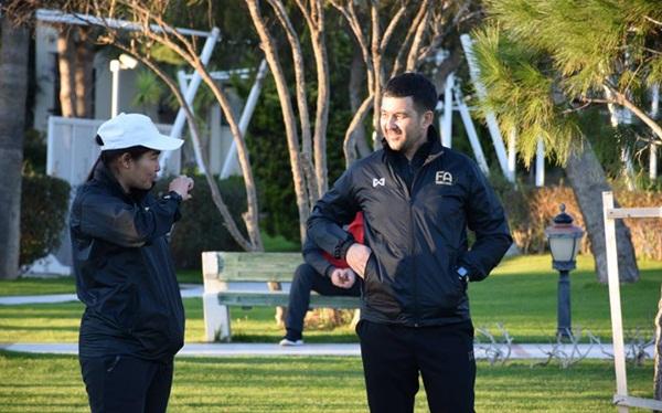 ฟาฮัด อับดุลลาเยฟ ที่ปรึกษาฝ่ายผู้ตัดสินของ สหพันธ์ฟุตบอลนานาชาติหรือ(ฟีฟ่า) และ สมาพันธ์ฟุตบอลแห่งเอเชีย (เอเอฟซี) (ภาพจากสมาคมฟุตบอลแห่งประเทศไทย)