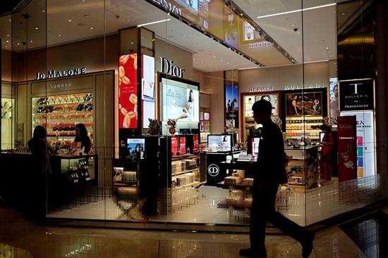 MGM China to open mega resort in Macau as high rollers return
