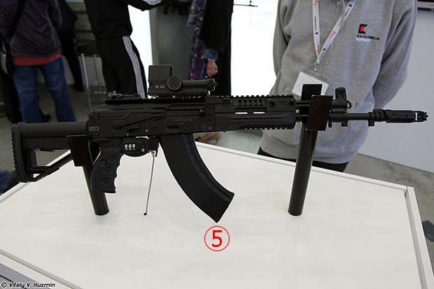 <br><FONT color=#00003>ต้นแบบของ AK-15 ที่ใช้กระสุน 7.62x39 มม. เปลี่ยนลำกล้องสั้น-ยาว ได้หลายขนาด ทำให้หลายเสียงกล่าวว่า จะเป็นไรเฟิลที่ใช้แทน AK-103 -- ซึ่งเป็นหนึ่งในบรรดา AK ซีรีส์ 100 -- ในอนาคต. </b>