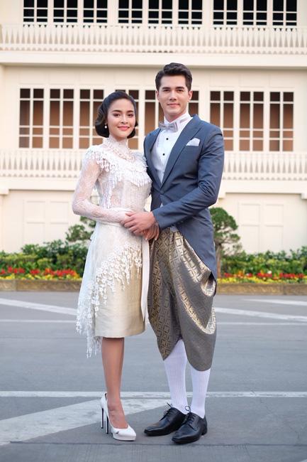 """นักแสดงช่อง 7 HD ร่วมใจแต่งชุดไทย พร้อมเชิญชวนร่วมงาน """"อุ่นไอรัก คลายความหนาว"""" ณ พระลานพระราชวังดุสิต และสนามเสือป่า"""
