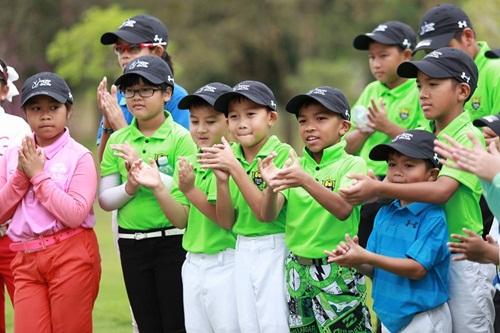 นักกอล์ฟเยาวชนให้ความสนใจ