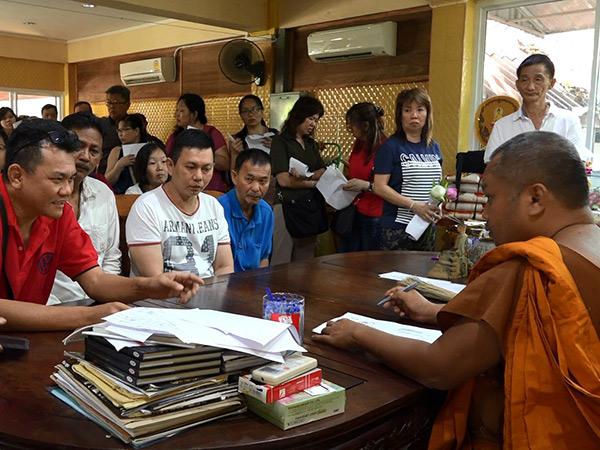 นักท่องเที่ยวชาวไทย และต่างชาติ ยังแห่นมัสการหลวงพ่อภัตรฯ ที่วัดนาทวีเนืองแน่น