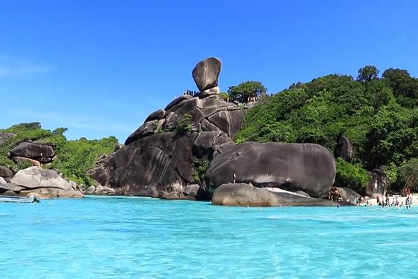 หินเรือใบ สัญลักษณ์ของเกาะสิมิลัน