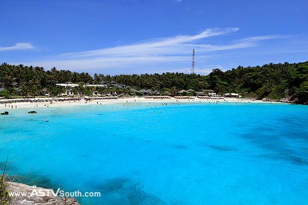 น้ำสีฟ้าใสของเกาะราชา