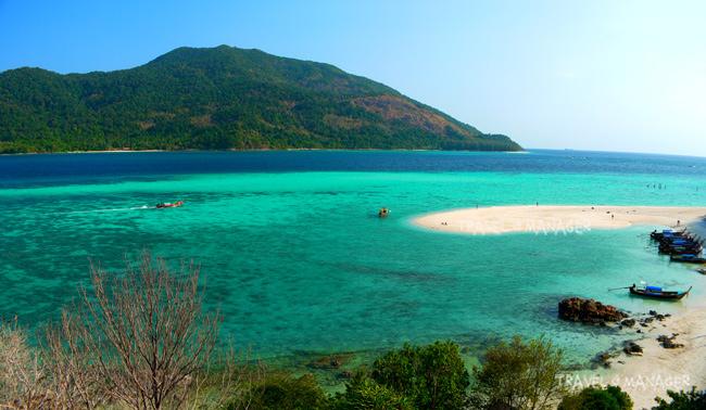 หาดเมาเท่นที่มีเวิ้งหาดยื่นไปกลางทะเล