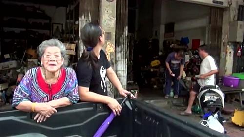 หนุ่มเมืองชลฯ วอนโจรนำป้ายหน้าร้านประจำตระกูลอายุกว่า 120 ปี ส่งคืน