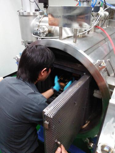 การทดสอบดาวเทียมแนคแซท ในเตาเบรสซิ่ง