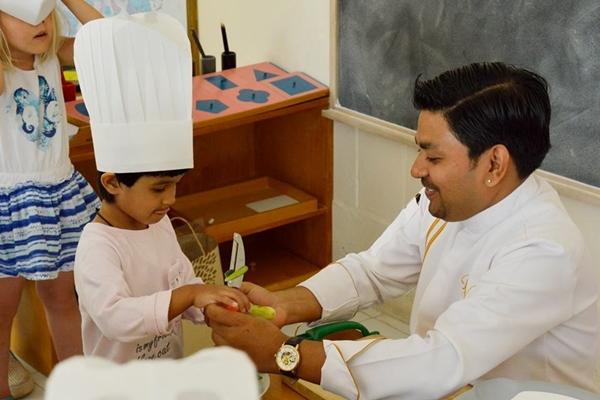เชฟราหุล เนกี สุดยอดเซเลบริตี้เชฟแห่งวงการอาหาร สอนทำอาหารให้กับเด็กๆในโรงเรียนจังหวัดกระบี่
